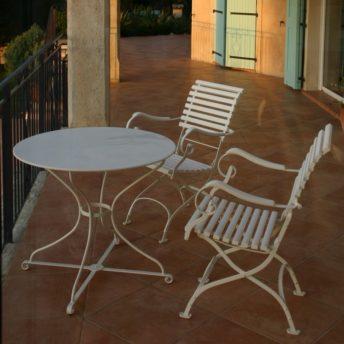 Tuinmeubelen, buitenmeubelen en parasols. Alleen luxe merken, exclusief design. Anton Damen.