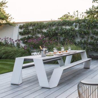 Tuinmeubelen, buitenmeubelen en parasols. Alleen luxe merken, exclusief design. Extremis.
