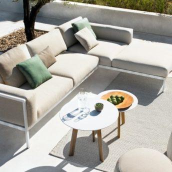 Tuinmeubelen, buitenmeubelen en parasols. Alleen luxe merken, exclusief design. Tribu.