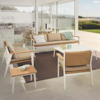 Tuinmeubelen, buitenmeubelen en parasols. Alleen luxe merken, exclusief design. Triconfort.