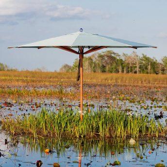 Tuinmeubelen, buitenmeubelen en parasols. Alleen luxe merken, exclusief design. Tuuci.